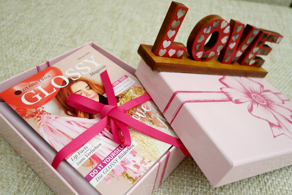 01-Glossybox-Love-is-in-the-Air-Edition-2016-thexed